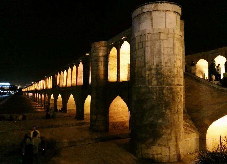 Diario di viaggio: termina oggi con l'arrivo a Teheran l'ultima avventura del fotografo camminatore Andrea Belluti