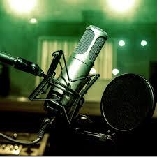 E, la radio la radio… e la radio l'è bella, l'è bella……..